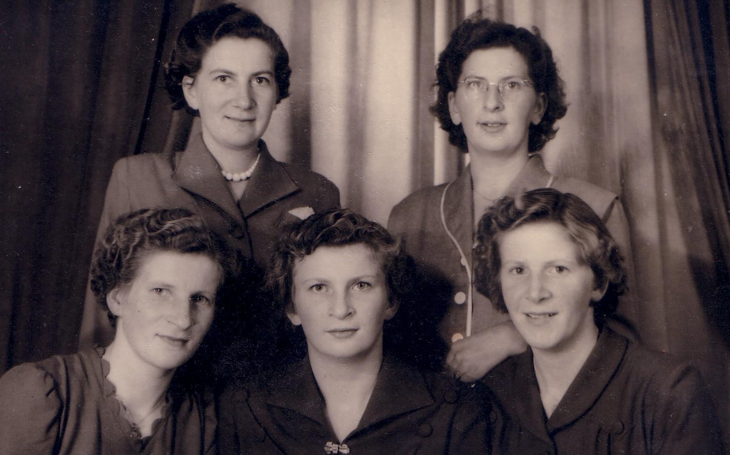 Dochters van Marinus C.Keijzer en Jozina J. Romein