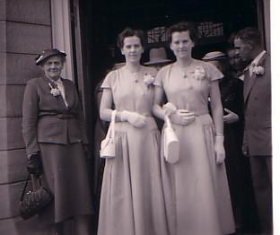 Tweeling Gretha (1926-1997) en Dirkje (1926-heden) Herbert in 1957