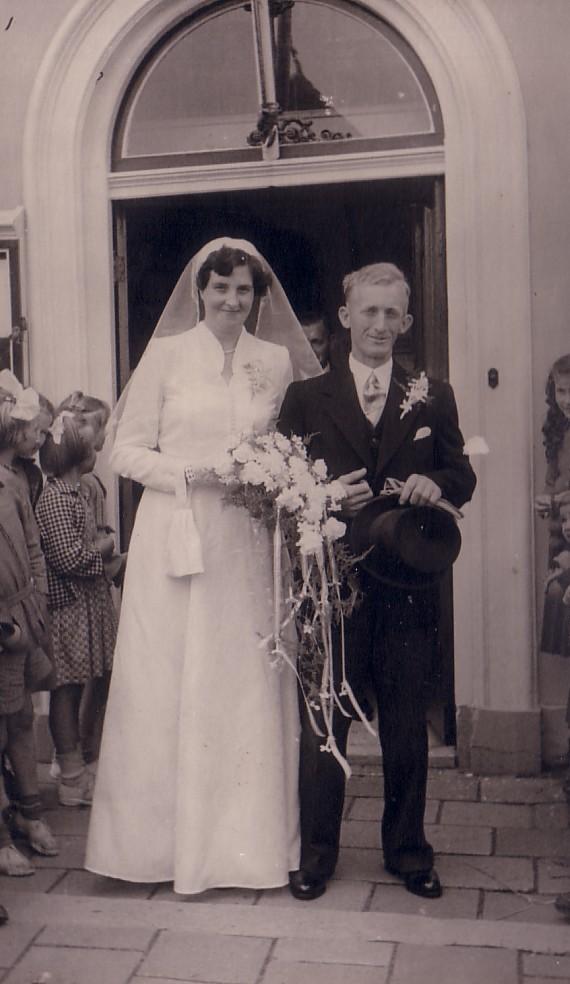 Huwelijk Maarten Hoogenraad en Maria M.A. Vollebregt (1953)