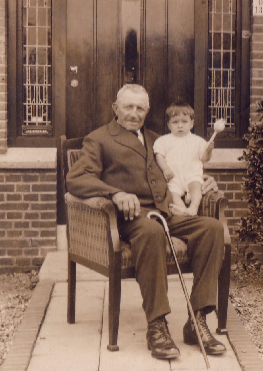 Arij  Keijzer (1852-1933) met kleinzoon  Aad Lekkerkerk