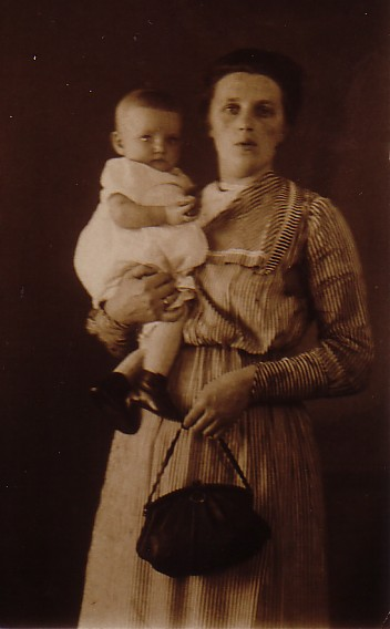 Jannetje Romein-Scheffers (1890-??) met kind
