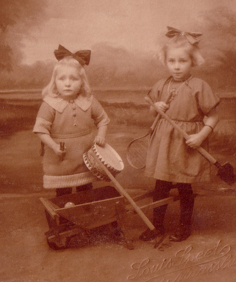Elisabeth en Catharina Romein, dochters van Pieter Romein  en Elisabeth Boers