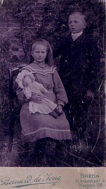 Jozina J. Romein en haar broer Jan Romein