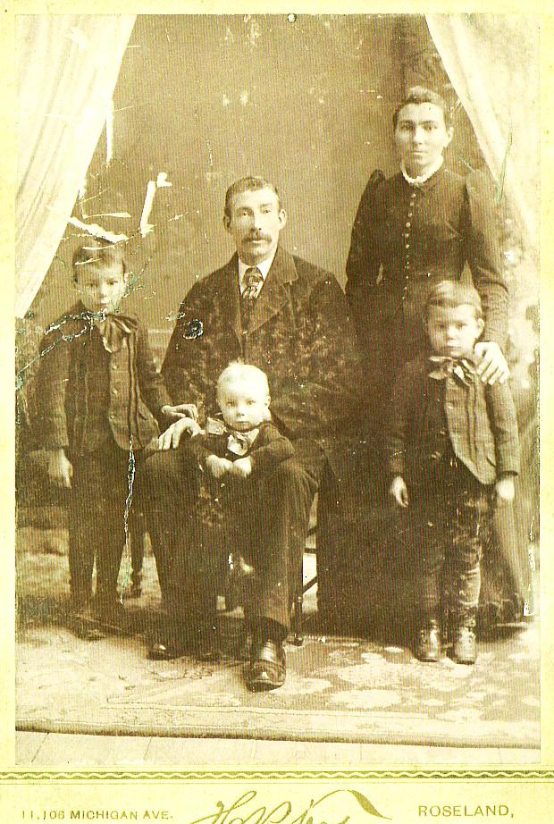 Gezin Teunis Romein (1861-1941) en Sijgie de Haan (1859-1939) vlak voor hun vertrek naar Amerika in 1890