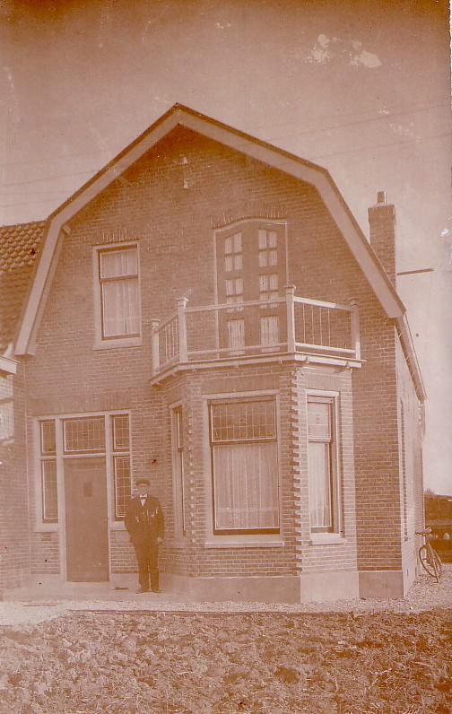 Woonhuis aan het Achterlaantje in De Lier. (thans gesloopt) . Aannemer was Christiaan Romein