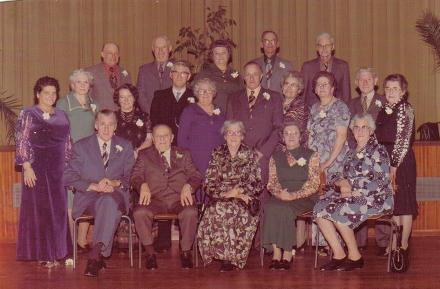 Gerrit van Eijmeren(1895-1982) en Adriana Dijkshoorn (1901-1978) met broers en zussen in 1975